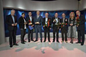 """wszyscy laureaci tegorocznego konkursu """"Dziennikarz Roku"""" - zdjęcie zbiorowe"""
