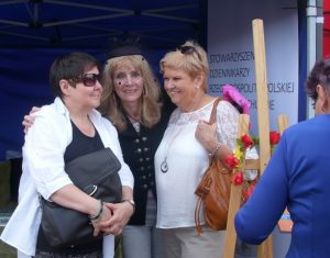 od lewej: Elżbieta Bruska, Anna Kolmer, Janina Piotrowska na stoisku SDRP