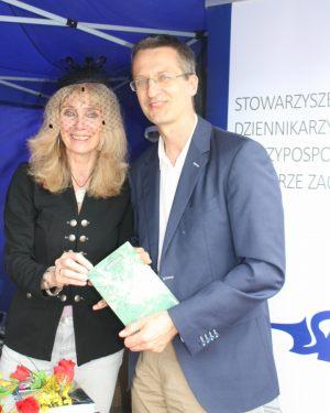 Anna Kolmer (przewodnicząca SDRP Pomorze Zachodnie) i dr hab. n. med. Leszek Sagan (laureat tegorocznej Nagrody Dziennikarzy konkursu Dziennikarz Roku 2015)