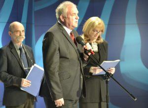 od lewej: Piotr Jania i Anna Kolmer; z tyłu: Marek Rudnicki