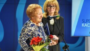 Teresa Modelska - laureatka nagrody Super Kaczka, obok Anna Kolmer