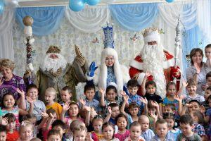 Niezliczona ilość spotkań z dziećmi w szkołach, przedszkolach i domach dziecka (2)