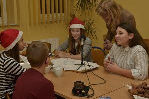 dzieci biorące udział w nagraniu płyty