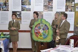 7. pracownicy Zespołu Parków Krajobrazowych w Szczecinie prezentują stoisko firmowe