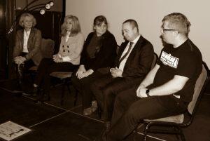 Rozmowa z zaproszonymi gośćmi - od lewej: Helena Kwiatkowska, Anna Kolmer, Małgorzata Frymus, Pasquale Policastro, Łukasz Nyks