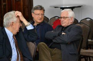 nestorzy zachodniopomorskiego dziennikarstwa podczas wykładu, od lewej: Ryszard Bogunowicz, Leszek Szopa, Jan Zarzycki