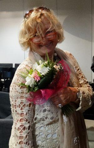 Krystyna Pohl z kwiatami