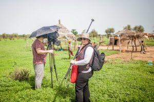 Małgorzata Frymus i Łukasz Nyks podczas zdjęć w Afryce