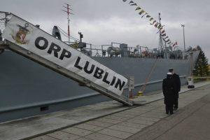 okręt ORP Lublin przy nabrzeżu