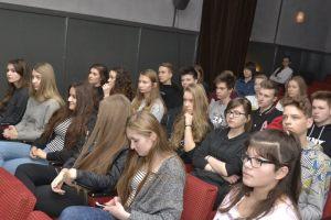 """młodzież I LO w Szczecinie na spotkaniu """"Region w pigułce"""""""