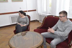 """Adam Łyczakowski oraz Karolina Kral z firmy """"Freedomes"""", produkującej namioty sferyczne"""