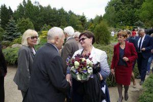 przyjaciele Lecha Pieczyńskiego podczas uroczystości odsłonięcia tablicy pamiątkowej dedykowanej Lechowi Pieczyńskiemu - Arboretum Przelewice - 7