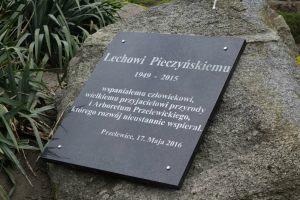 tablica pamiątkowa poświęcona Lechowi Pieczyńskiemu