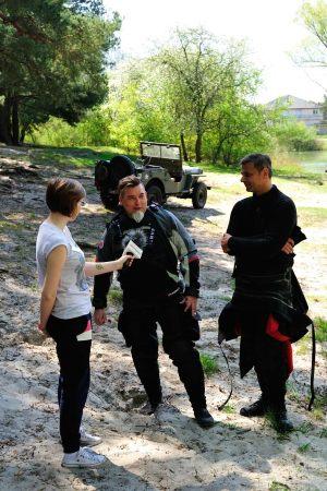 6. Natalia Kosowska w trakcie wywiadu z nurkami