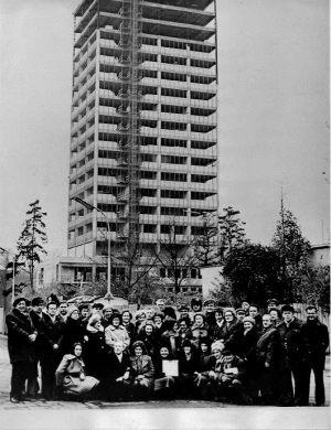 Budowa wieżowca trwa 1980 - 1981
