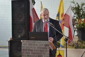 Przewodniczący Rady Miejskiej w Reczu wita gości uroczystości