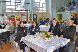 goście zaproszeni na uroczystości (2)