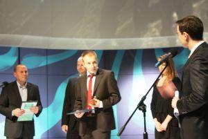 ogłoszenie laureata w kategorii Debiut Roku 2013 - w środku: Maciej Pieczyński